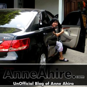 anne_ahira-black-car
